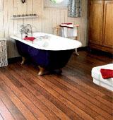 Подбор качественной древесины для создания пола в ванной комнате