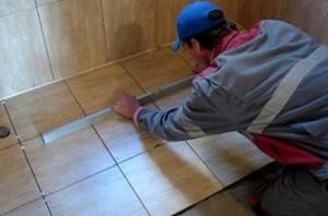 Как уложить кафельную плитку на деревянный пол,