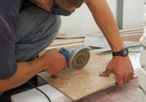 Как разрезать плитку с помощью плиткореза